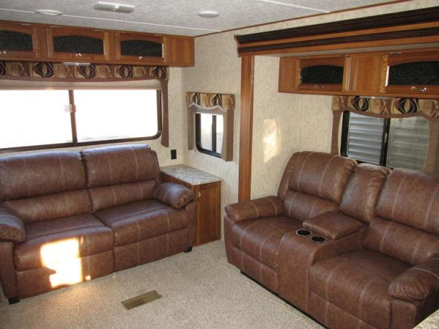 2016 FOREST RIVER AVENGER 33RCI
