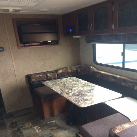 2015 FOREST RIVER TRACER 252